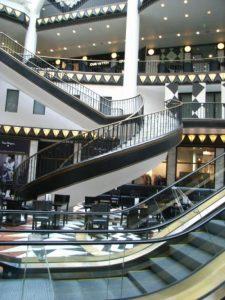 shopping-arcade-74170_1280